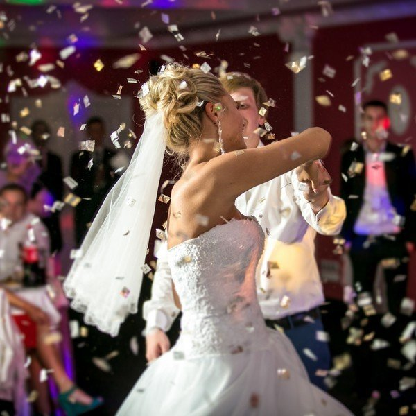 Wedding confetti and the first dance