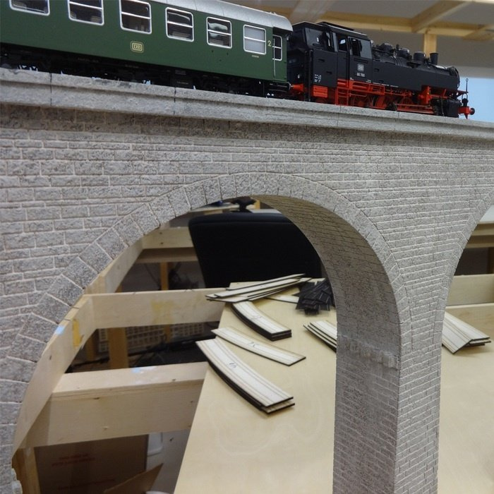 Railroad cardboard bridge model