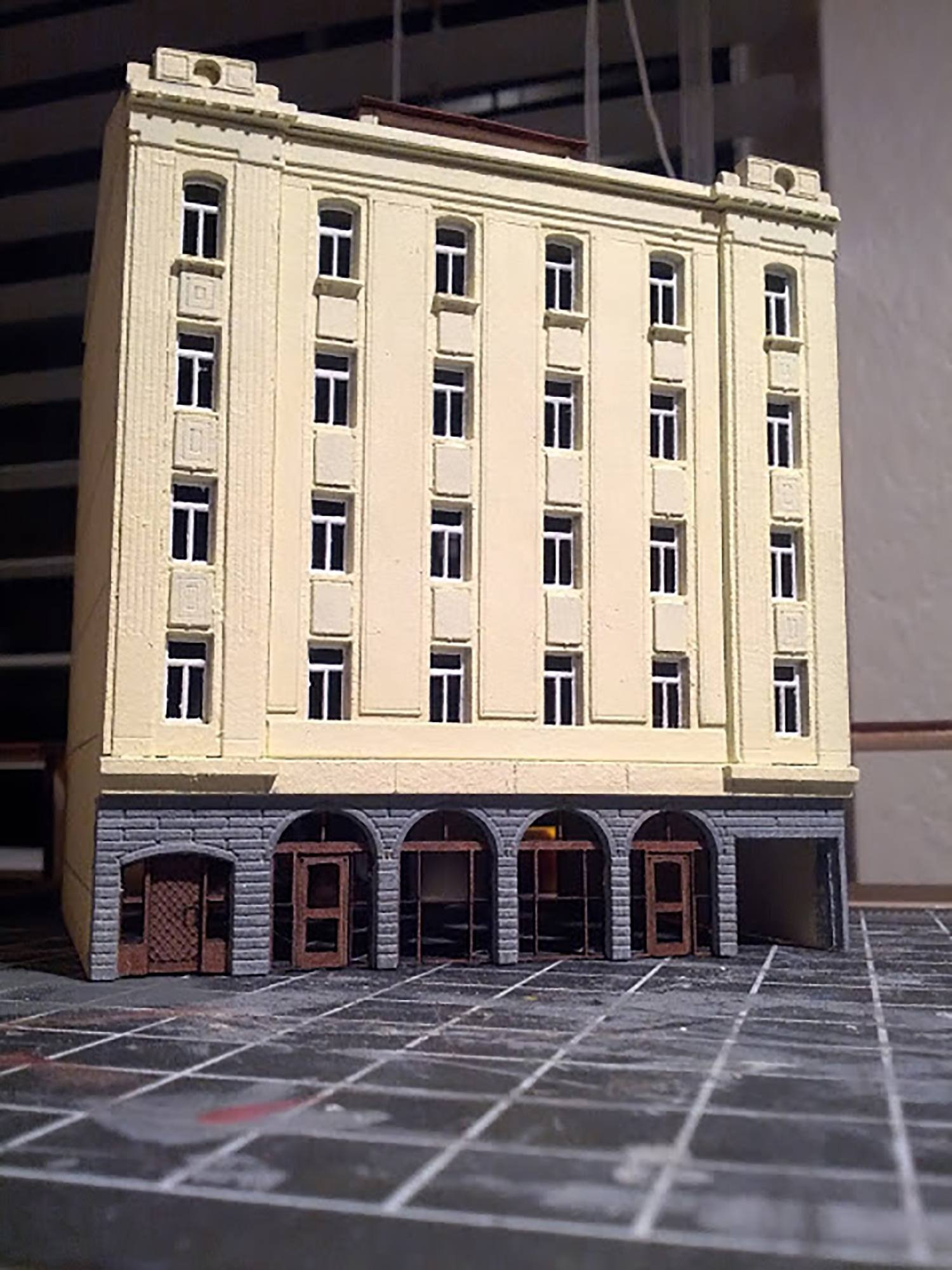 Model of hotel in HO railroad scale